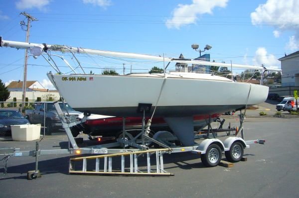 Used J Boats Racing Sloop W Trailer Racer and Cruiser Sailboat For Sale