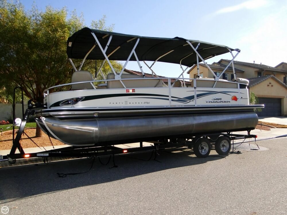 2011 used sun tracker party barge 22 sport fish regency for Used fishing pontoon boats for sale