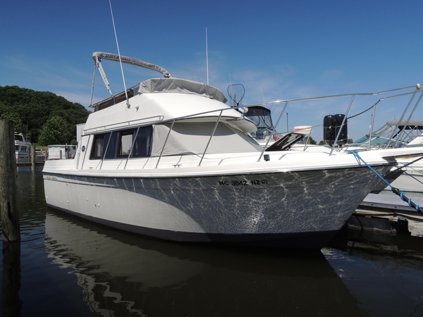 Used Carver 2827 Voyager Flybridge Boat For Sale
