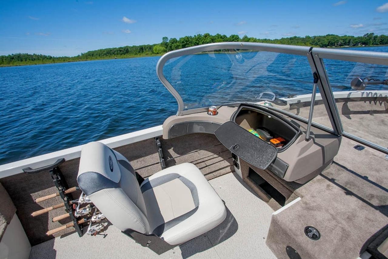 2013 new crestliner 1600 fish hawk freshwater fishing boat for Freshwater fishing boats