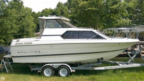 Used Bayliner 2452 Classic Express Cruiser Boat For Sale