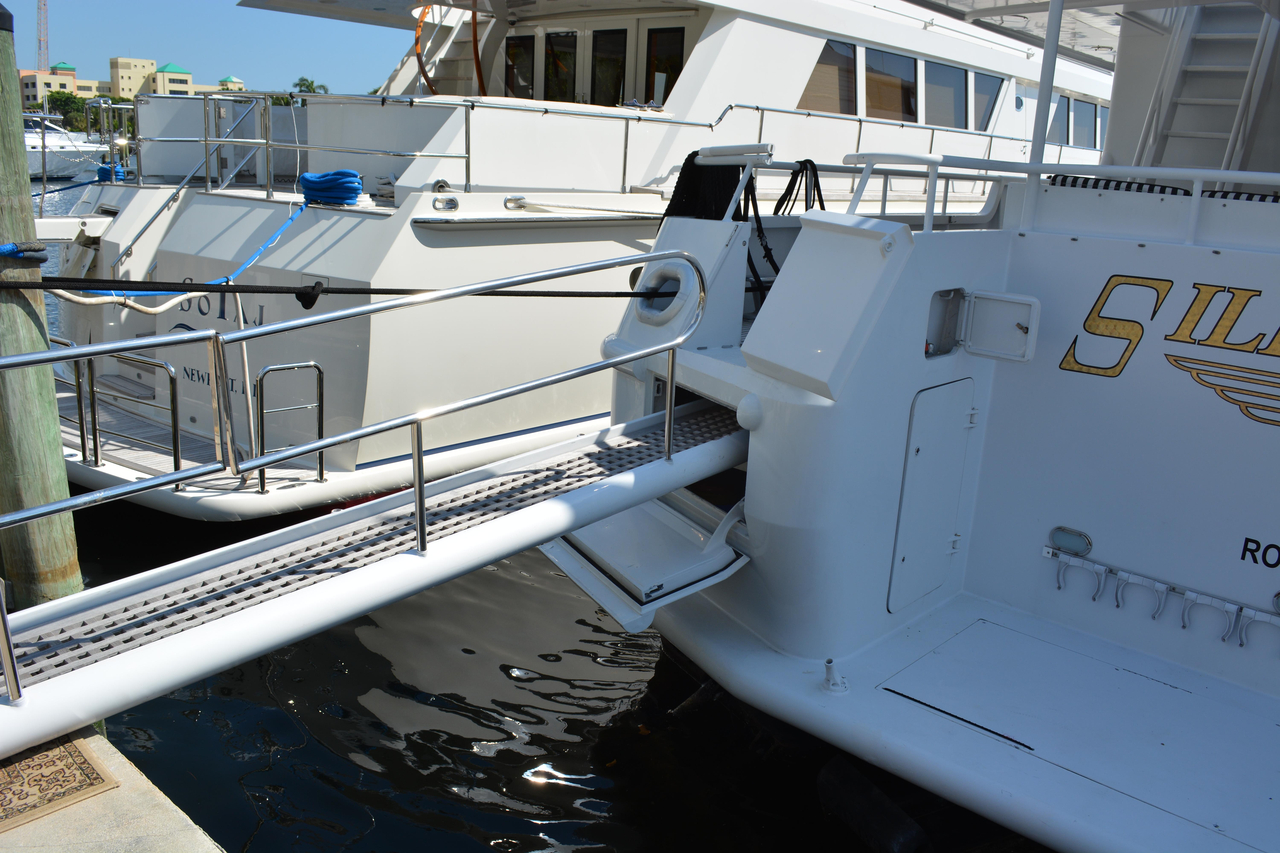 1990 used derecktor motor yacht for sale 1 000 999 for Motor yachts for sale in florida