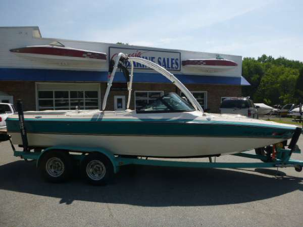 Used Centurion ELITE V Ski and Wakeboard Boat For Sale