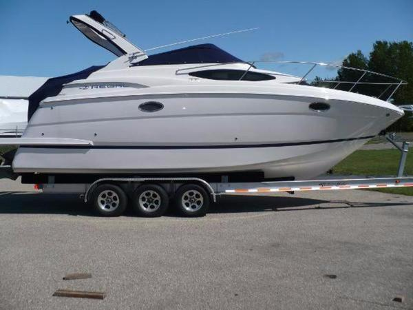 New Regal 30 Express Cruiser Boat For Sale