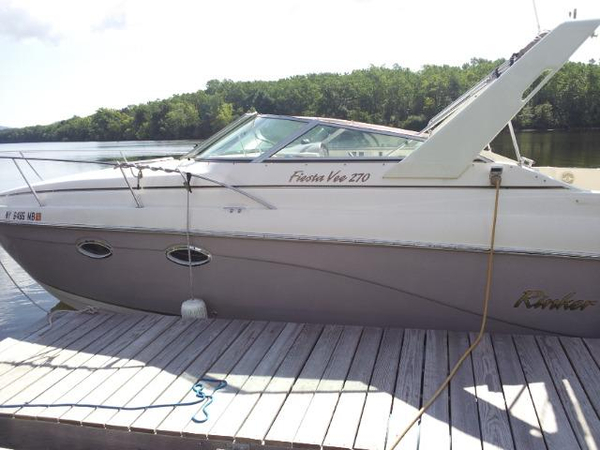 Used Rinker 270 Fiesta Vee (GXH) Cruiser Boat For Sale
