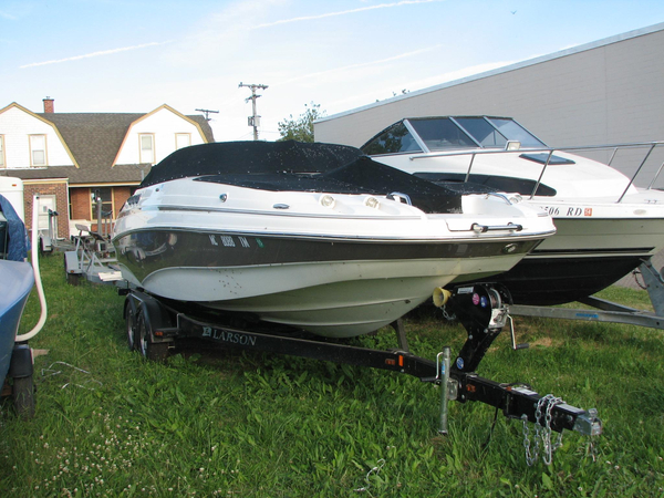 Used Larson Escape 234 Freshwater Fishing Boat For Sale