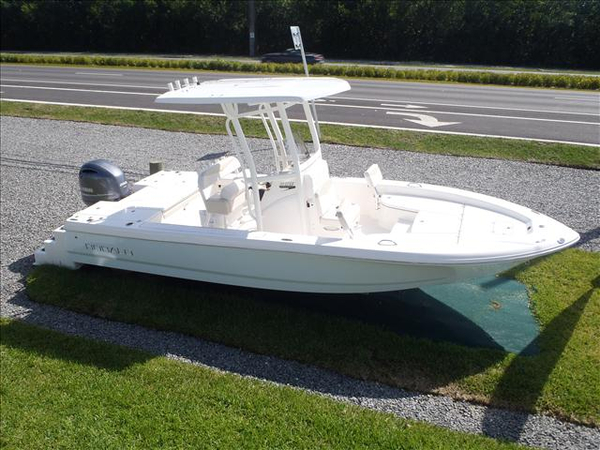 New Robalo CAYMAN Bay Boat For Sale