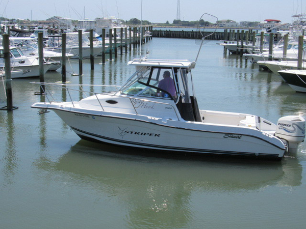 Used Seaswirl Striper 2300 walk around Walkaround Fishing Boat For Sale