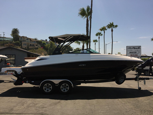 New Sea Ray 240 Sundeck Deck Boat For Sale