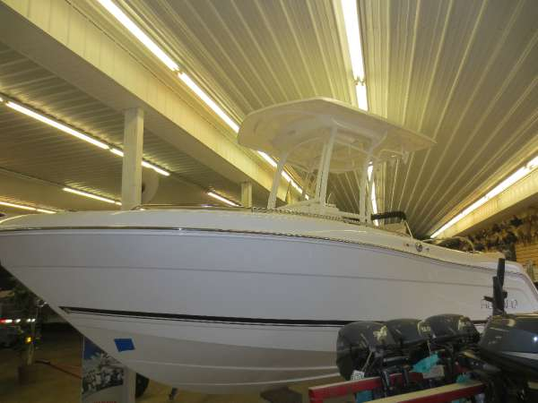 New Robalo R222 CC Center Console Fishing Boat For Sale