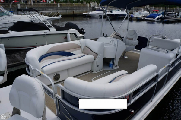 Used Hurricane Fun Deck 236 Deck Boat For Sale