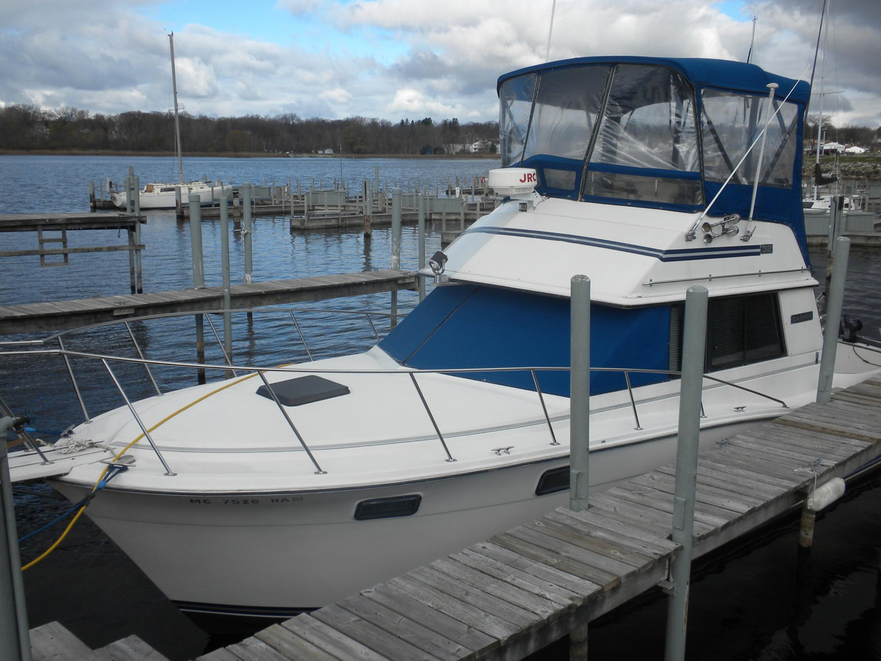 1986 used carver 32 convertible fishing boat for sale for Used fishing boats for sale in michigan