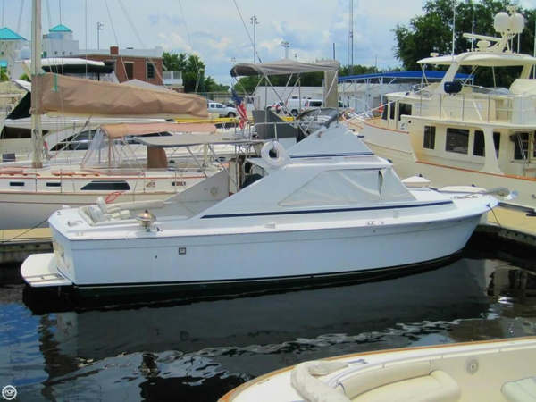 Used Chris-Craft Commander Sports Express 31 Sports Fishing Boat For Sale