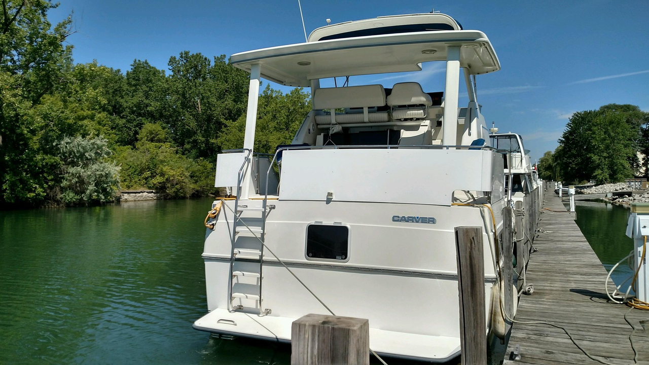 1994 Used Carver 350 Aft Cabin Motor Yacht For Sale