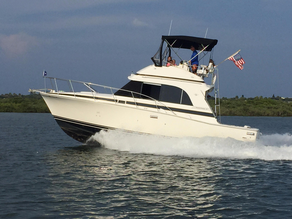 Used Bertram 33 Flybridge Cruiser Boat For Sale