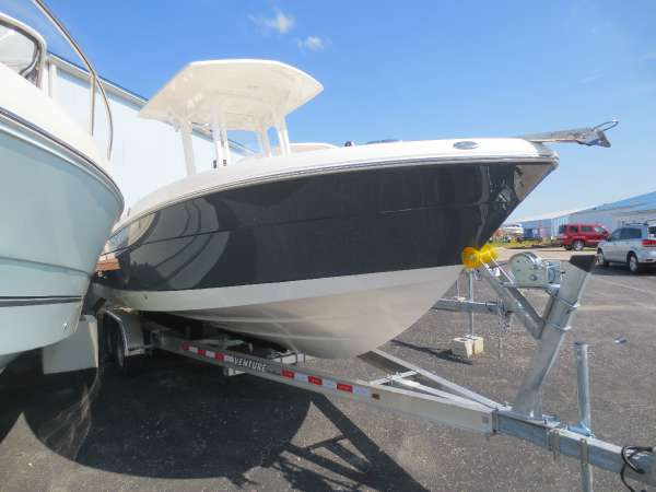 New Robalo 242 CC Center Console Fishing Boat For Sale