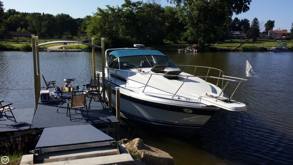 Used Wellcraft 3200 St Tropez Express Cruiser Boat For Sale