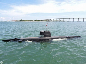 Used Marlin 32 Diesel Electric S101 Manned Submarine Cruiser Boat For Sale