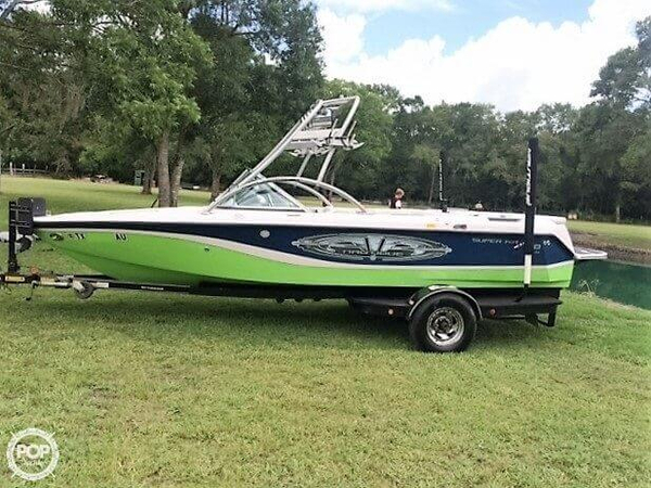 Used Correct Craft Super Air Nautique 210 Team Edition Ski and Wakeboard Boat For Sale