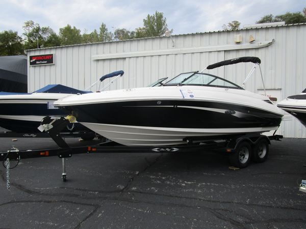 New Sea Ray 220 Sundeck Bowrider Boat For Sale