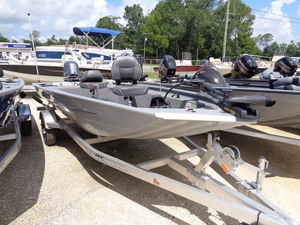 New Xpress Boats XP Stick Steer Crappie XP16PF Aluminum Fishing Boat For Sale