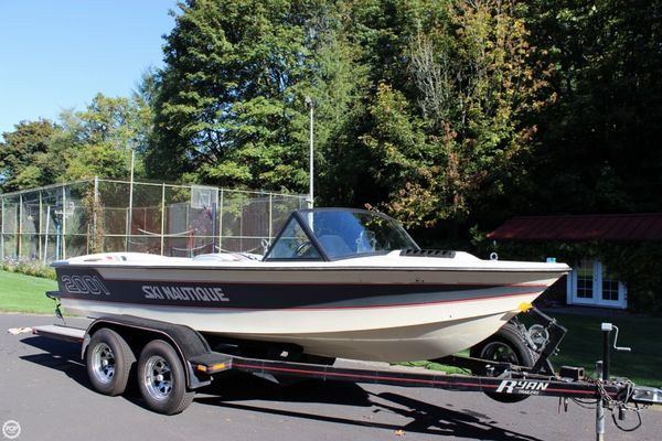 Used Correct Craft 18 Ski Nautique Ski and Wakeboard Boat For Sale