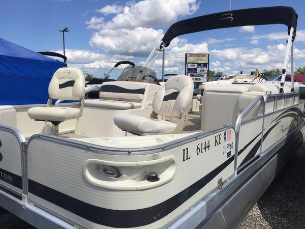 Used Bennington 2075FSi Pontoon Boat For Sale