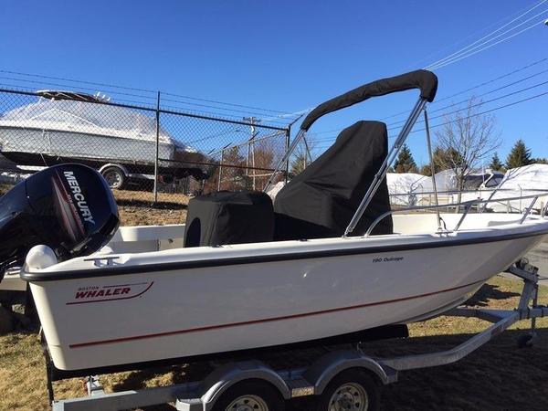 New Boston Whaler 190 Outrage Center Console Fishing Boat For Sale