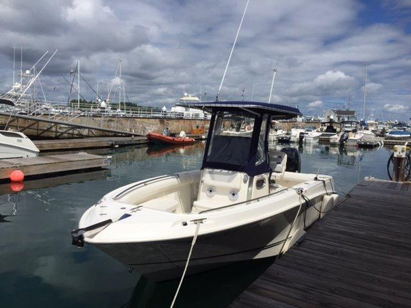 2012 used boston whaler 220 outrage center console fishing