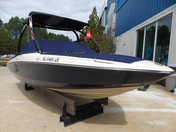 Used Centurion SV230 Ski and Wakeboard Boat For Sale