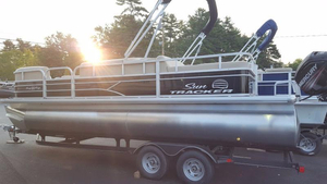New Suntracker party barge 22 Pontoon Boat For Sale