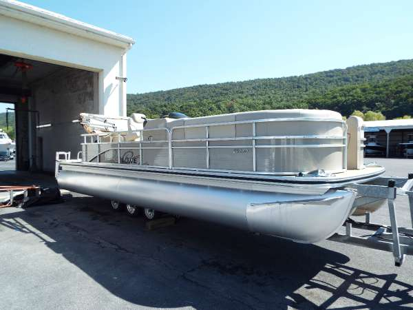 New Lowe SS250 XD Pontoon Boat For Sale