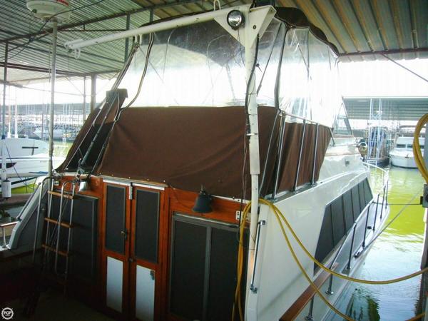 Used Carver Mariner 3396 Cruiser Boat For Sale