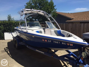 Used Moomba 21 Mobius LSV Ski and Wakeboard Boat For Sale