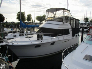Used Carver 3207 Aft Cabin Express Cruiser Boat For Sale