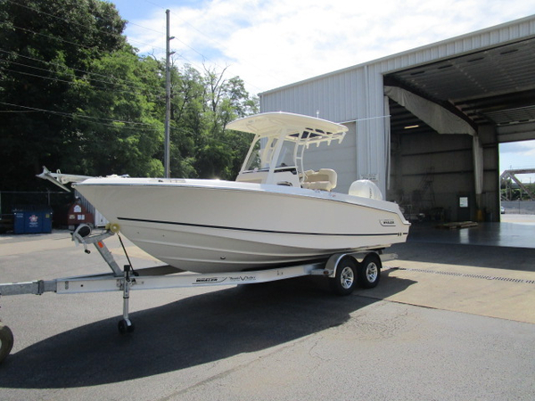 New Boston Whaler 23 Outrage Ski and Wakeboard Boat For Sale