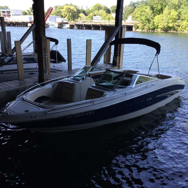 Used Sea Ray 230 SIGNATURE SERIES Bowrider Boat For Sale
