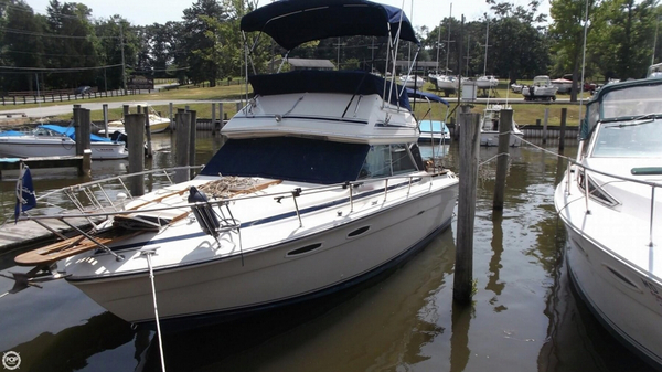 Used Sea Ray 255 SRV Sedan Bridge Cruiser Boat For Sale