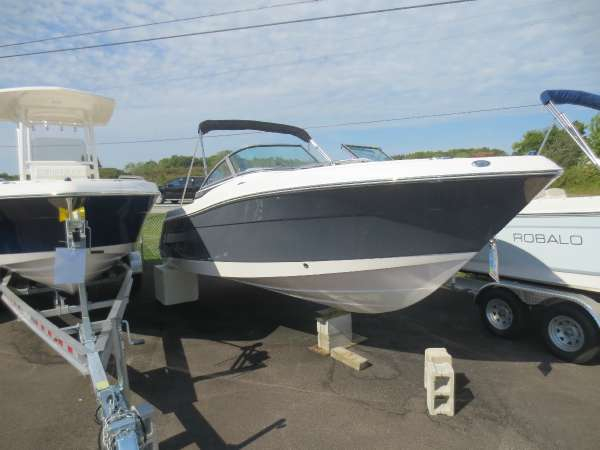 New Robalo R227DC Dual Console Boat For Sale