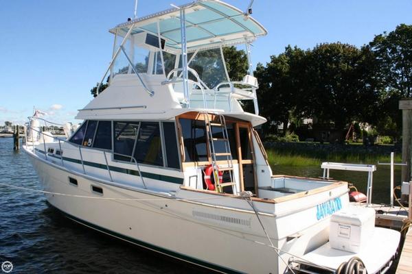 Used Bayliner 3270 Express Cruiser Boat For Sale