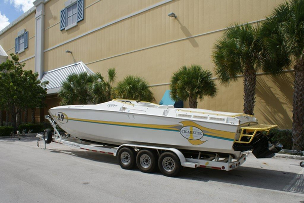 Used Cigarette 35 Cafe´ Racer High Performance Boat For Sale