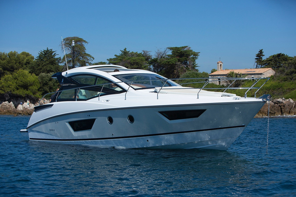 New Beneteau Gran Turismo 40 Motor Yacht For Sale