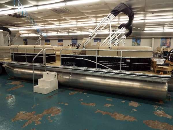 New Lowe SS250 Walk-Thru Pontoon Boat For Sale