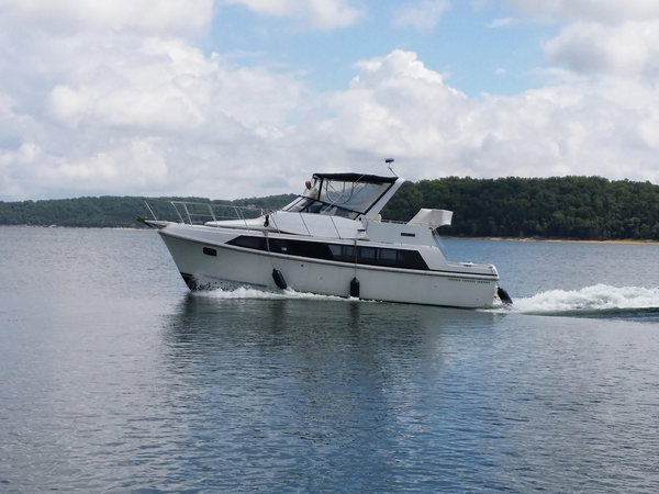 Used Carver Yachts 3697 Mariner Cruiser Boat For Sale