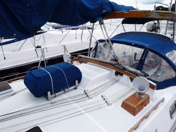 1986 Used Tayana Vancouver 42 Cutter Sailboat For Sale -  130 000