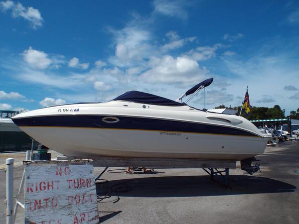 Used Stingray 250 LR Bowrider Boat For Sale
