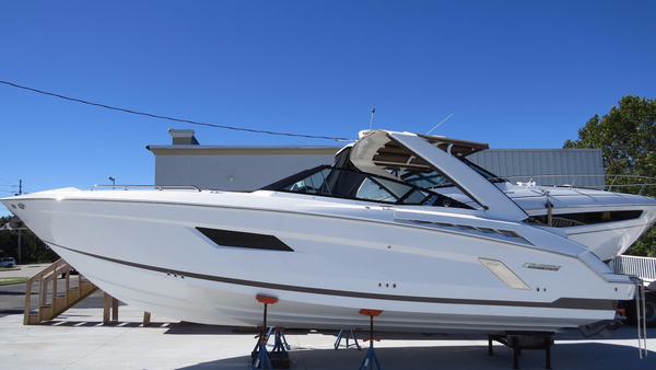 Used Cruisers Sport Series 328 Bow Rider Bowrider Boat For Sale