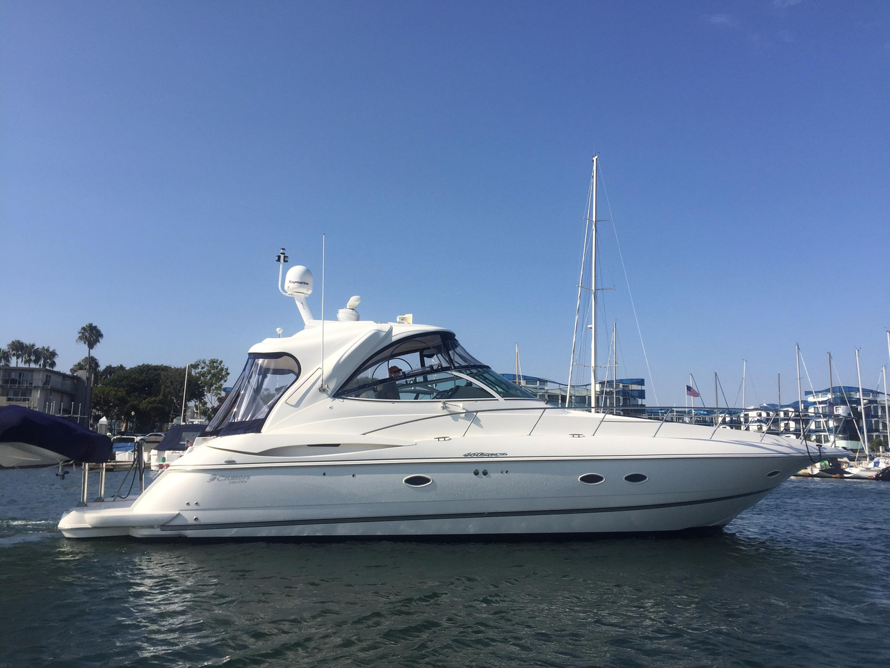 2008 Used Cruisers Yachts 460 Express Motor Yacht For Sale
