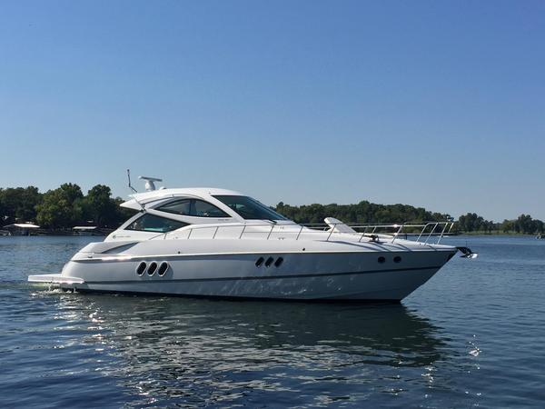 Used Cruisers Yachts 540 Sports Coupe Express Cruiser Boat For Sale