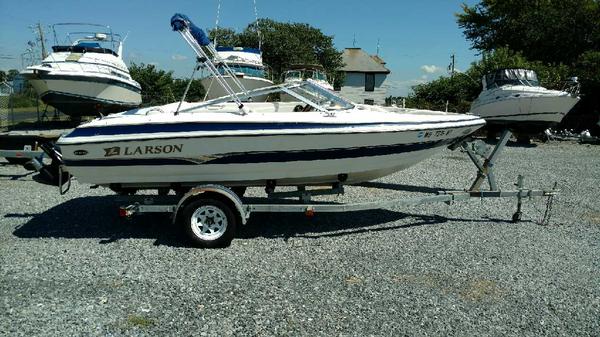 Used Larson 180 SEI Bowrider Boat For Sale